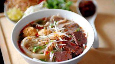 Hue-Style-Beef-Noodle-Soup-(Bun-Bo-Hue)-2