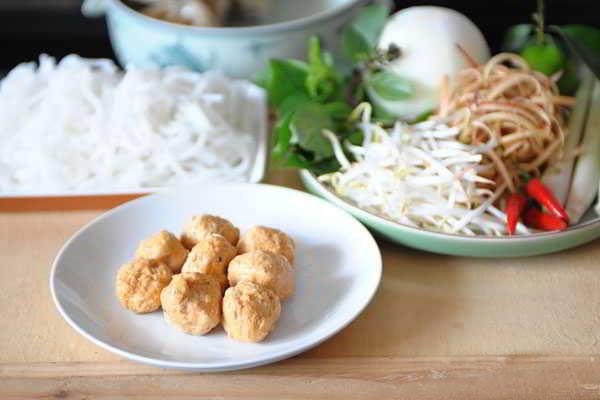 Hue-Style-Beef-Noodle-Soup-(Bun-Bo-Hue)-3