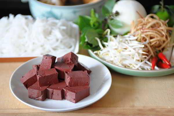 Hue-Style-Beef-Noodle-Soup-(Bun-Bo-Hue)-4