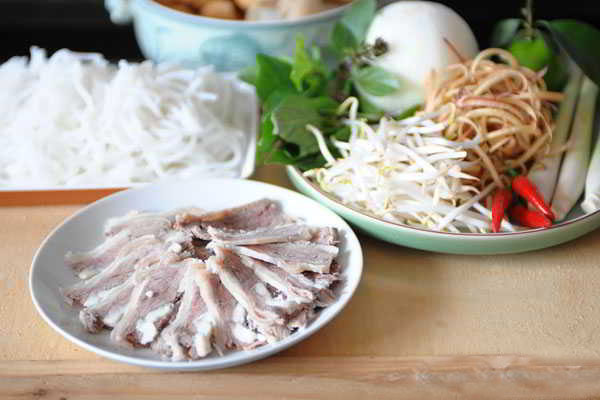 Hue-Style-Beef-Noodle-Soup-(Bun-Bo-Hue)-5