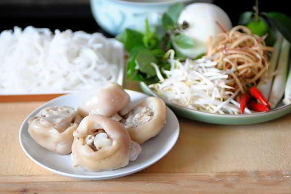 Hue-Style-Beef-Noodle-Soup-(Bun-Bo-Hue)-6