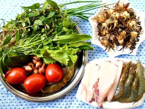 Vietnamese seafood crab noodle soup (bun rieu)1
