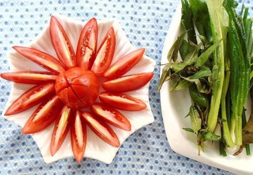 Vietnamese seafood crab noodle soup (bun rieu)3
