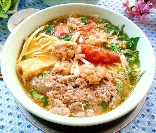 Vietnamese seafood crab noodle soup (bun rieu)6