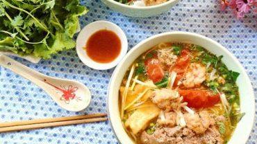 Vietnamese seafood crab noodle soup (bun rieu)7